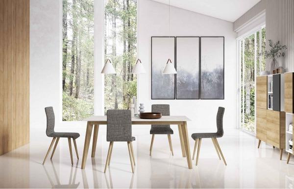 Mesa Woods y cuatro sillas Normann Individual de Lan Mobel