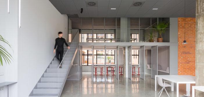 El estudio de arquitectura y diseño de interiores Nada crea un espacio de trabajo con los profesionales como eje principal del proyecto