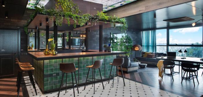 The Sampler, diseñado por Egue y Seta es un bar, un lobby, una sala de reuniones y una tienda