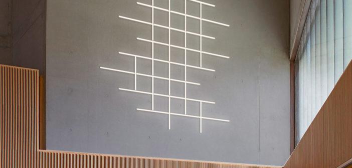 Vibia presenta las lámparas de pared Halo Wall, diseñadas por Martín Azúa, fusión de luz y materia