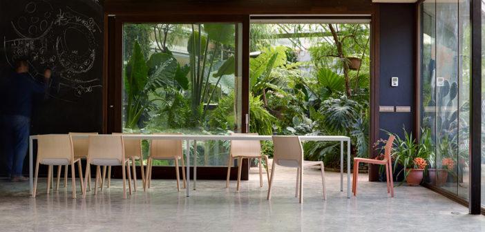 La Colección Silu,diseñada por Unstudio es fruto de lafusión de técnicas tradicionales del curvado de la madera y el diseño más contemporáneo