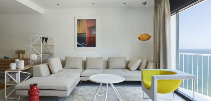 Alex March diseña una vivienda muy mediterránea en Cabrera de Mar donde la luz natural es la gran protagonista