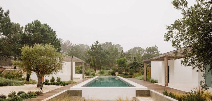 El estudio portugués Fragmentos diseña una casa en Comporta integrando el patrimonio arquitectónico de la región con un enfoque contemporáneo