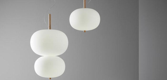 Ilargi una colección de luminarias, diseñada por Iratzoki Lizaso, que juega con la calidez y la materialidad del vidrio soplado mate y la madera maciza