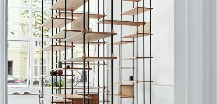 Shelving System, un sistema de estanterías diseñado y producido por el estudio danés Moebe, que permite construir un mueble a la medida