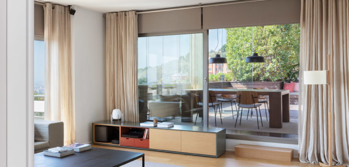 Nora Batlle y Laura Muñoz diseñan un hermoso ático, situado en Barcelona a los pies de la montaña de Collserola con unas maravillosas vistas a la ciudad