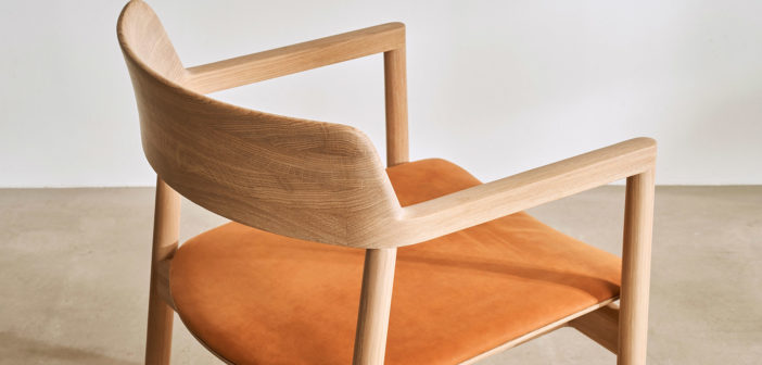 Foster + Partners diseña una nueva colección de sillas para complementar su actual colección Ovo de Benchmark