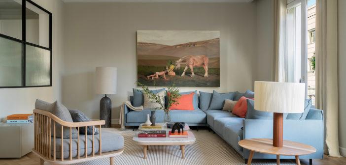 The Room Studio consigue recuperar el alma de esta vivienda de la zona alta de Barcelona con un trabajo integral de interiorismo, decoración y estilismo con un resultado impecable