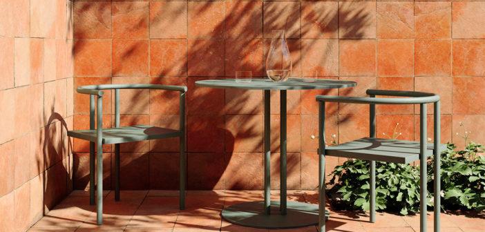 Kettal presenta la colección Ringer de Michael Anastassiades, concebida como un versión minimalista de los muebles de comedor para cafeterías