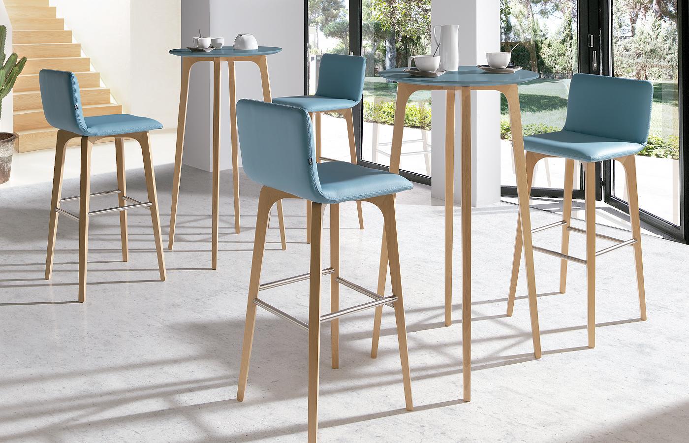 Nuevas propuestas de mesas y sillas para el comedor en la for Mesas redondas modernas comedor